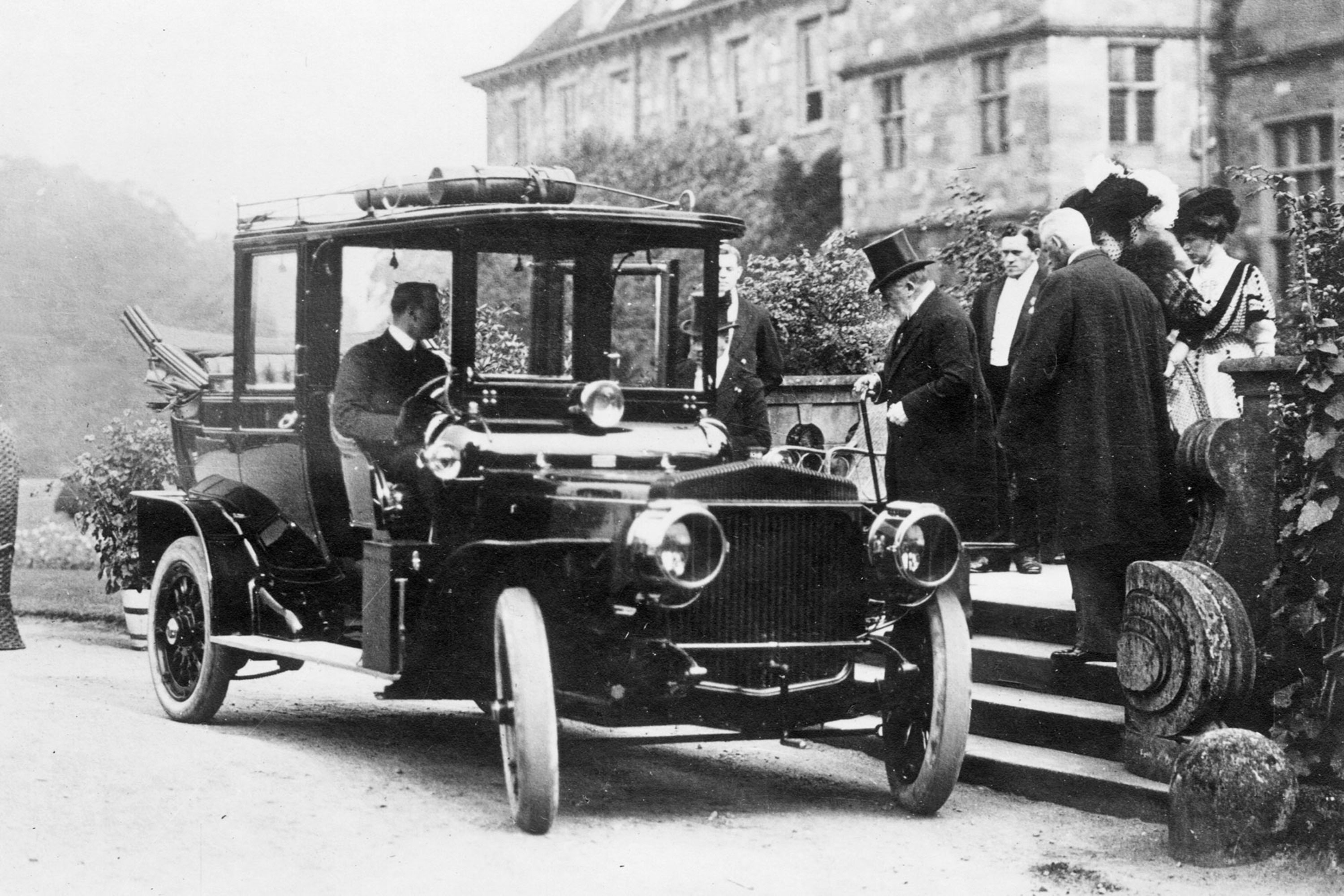 Archive image of Edward VII entering a Daimler Laundaulette, 1907