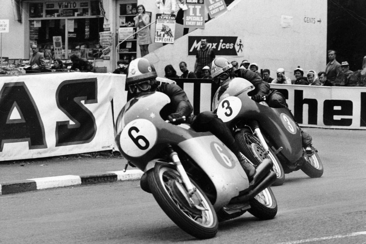 Giacome Agostini and Tom Dickie at the 1968 TT