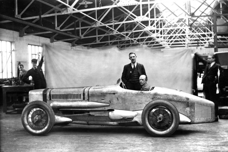 Segrave and Irving with the Sunbeam at the factory, 1926